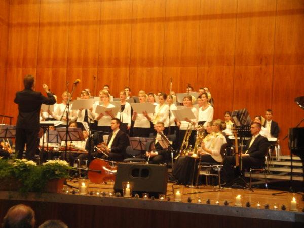 ADVENTSKONZERT mit Chor, Kinderchor, Solisten und Orchester der Bibelgemeinde Pforzheim in der Stadthalle-0